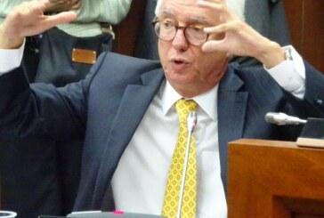 Por qué el IVA es el peor de los impuestos, explica el senador Robledo