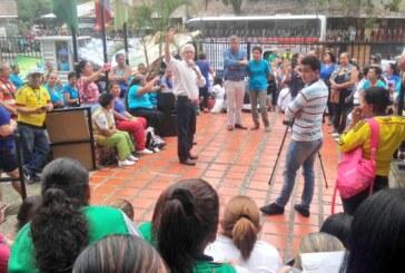 La lucha de las madres comunitarias por sus derechos laborales es un ejemplo para Colombia: Robledo